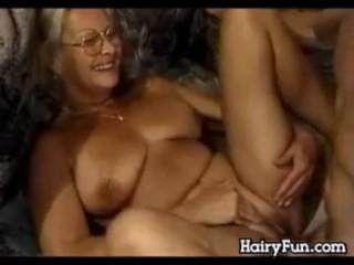 Бабушка показала пизду зятю и отсосала ему член