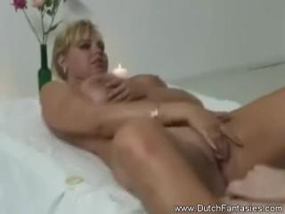 Грудастая дама соблазнила парня во время массажа