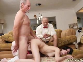 Один старик трахает молодую девку, а второй сидит и смотрит