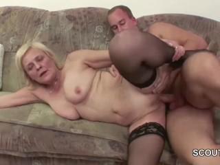 Порно инцест: бабушка и внук занимаются сексом