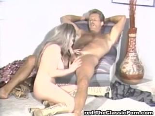 Ретро порно: зрелые устроили инцест-оргию дома