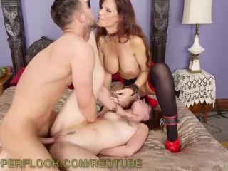 Сын устроил жесткий секс со зрелой мамой и своей телочкой