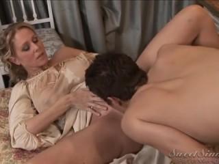 Восхитительный и захватывающий секс: сын с красивой мамой