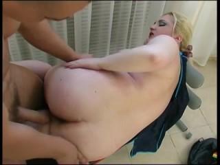 Горячий секс: зрелых толстух тоже должен кто-то трахать