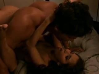 Красивое порно: инцест дочери с накаченным отцом на кровати