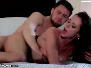 Красивый секс: инцест с мачехой в ее постели дома