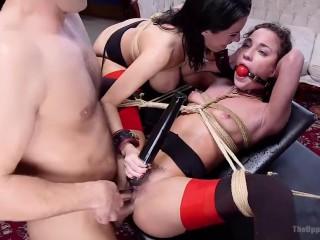 Порно жесткое: девки трахаются в бандаже с парнем