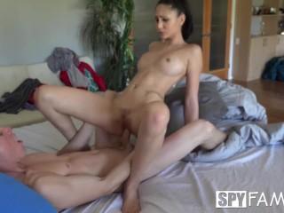 Порно инцест: младший брат трахает свою сексуальную сестру