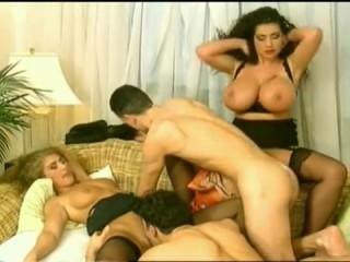 Секс зрелых свингеров после совместного обеда