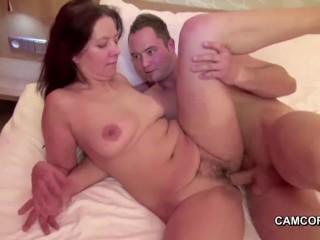 Скачать порно:мама и сын трахаются, пока папы нет дома