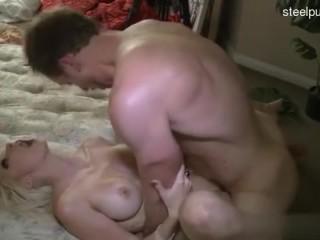 Видео порно: кончил в молоденькую голубоглазую блондинку
