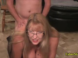 Порево зрелых тёток с племянниками перед вебкамерой