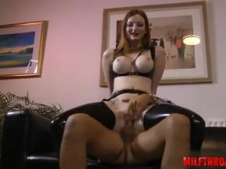 Порно видео инцеста между братом и сестрой начался с сексуального кастюма