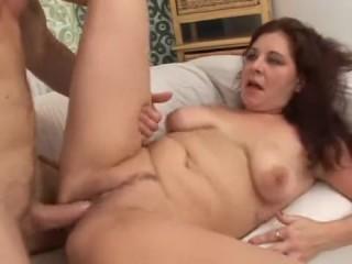 Порно видео со зрелыми мамками, которые обожают сперму и еблю