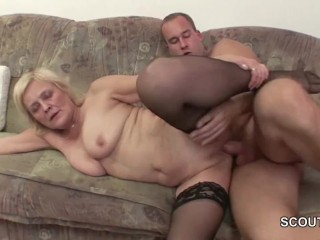 бабка с внуком занялись отличным сексом