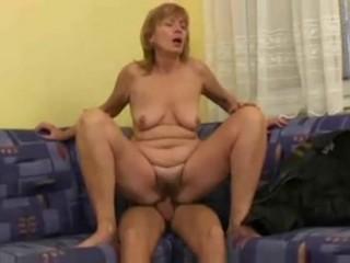 Русское порно с женщиной в возрасте и молодым парнем