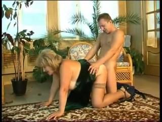 Русское порно с волосатой бабушкой, что дала внукам вынеать пизду