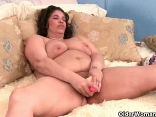 Смотреть порно ролики: зрелые мамаши и их большие сиськи