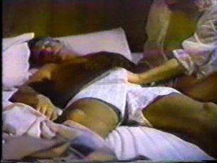 Девушка с классной грудью трахается с мужчиной, рядом с его женой