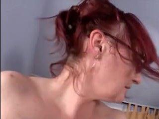 Полная зрелая мама переспала с сыном в гостиной