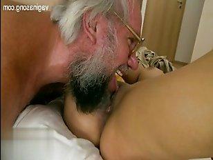Инцест: дед ебет внучку и удовлетворяет ее по полной программе