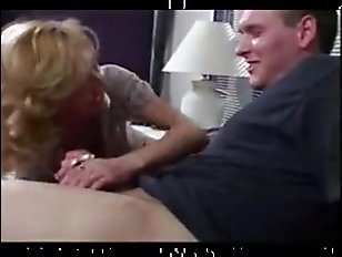 мама застукала сына за дрочкой и развела его на инцест
