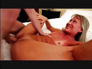 Трахающиеся мамка и сынок - порно онлайн для возбуждения