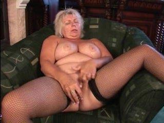 Эротика: старые женщины тоже хотят нежности и секса