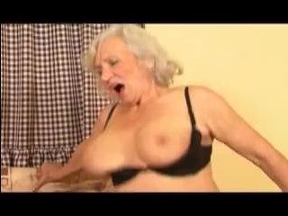 Бабка внук занимаются страстным сексом