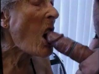 Смотреть порно видео: бабка и внук занимаются сексом