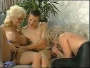 Трахаются в порно мама, тетя, сын: большие груди блондинки возбудили парня