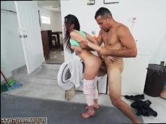 Брат трахает молоденькую сестру в ротик и киску и заливает ее кончой