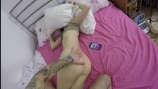 Брат трахает спящую сестру, проверяя вместительность ее дырки - видео